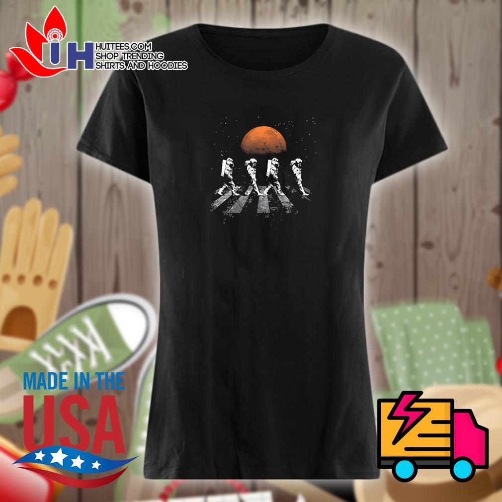 Astronaut walking in space mars s Ladies t-shirt