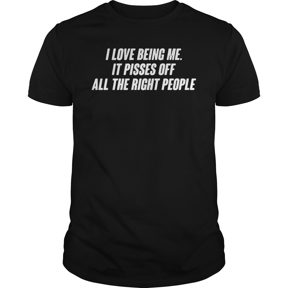 I love being me it pisses off all the right people Guys t-shirt